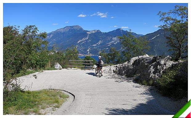 Trentino in bici dal lago di ledro a pregasina e bocca for Le pigne dei larici
